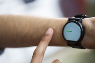 FingerIO, Gesture Control, Smartwatches Can Now Track Your Finger In Mid-Air Using Sonar